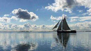 Zomer dag meezeilen op de Gouwzee aan boord van de tjalk Zuiderzee